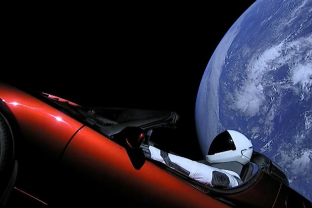 Tesla в космосі: Маск сховав секретний вантаж в електрокар