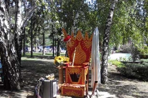 Царский трон и пустые улицы: как в Донецке отметили День города