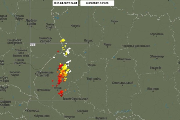 Вместе с жарой в Украину пришли грозы с градом