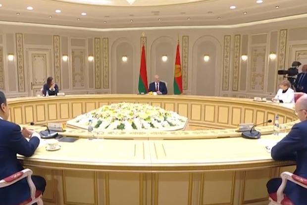 Лукашенко  с возмущением отреагировал на слова Зеленксого: Чья бы корова мычала!