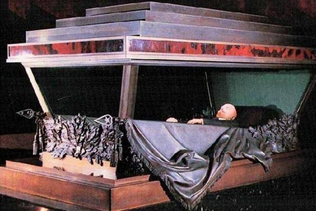 В Госдуме предлагают убрать мавзолей и похоронить Ленина