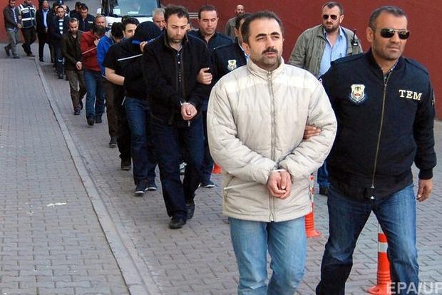 В Турции задержаны более тысячи полицейских