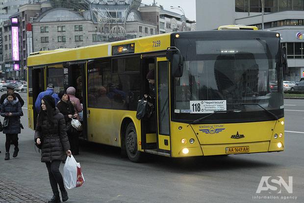 Кабмин разрешил работу общественного транспорта