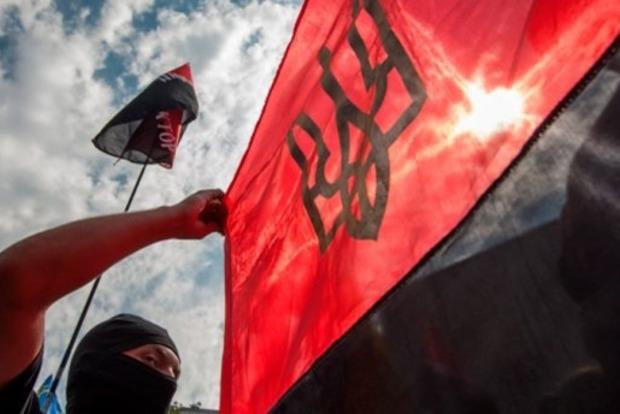 «Правый сектор» заблокировал грунтовые дороги в Крым
