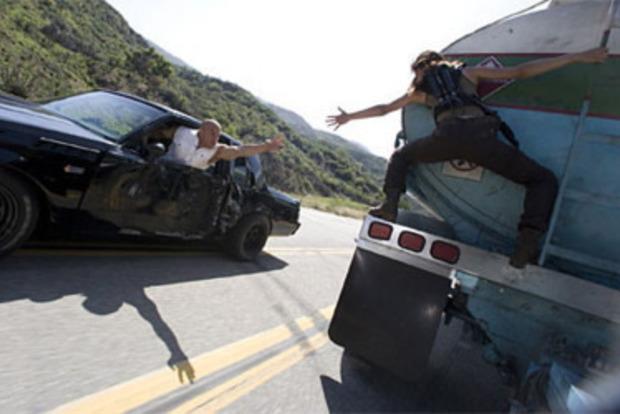 Грабіжники находу залізли увантажівку і вкрали айфонів на півмільйона