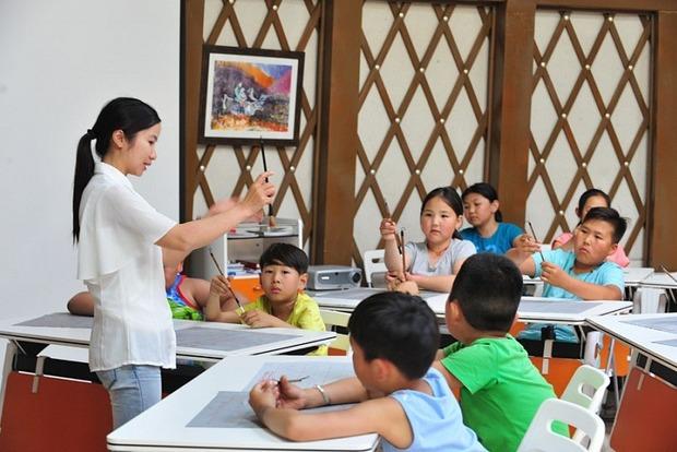Платять в чотири рази більше: російські вчителі масово переїжджають у Монголію