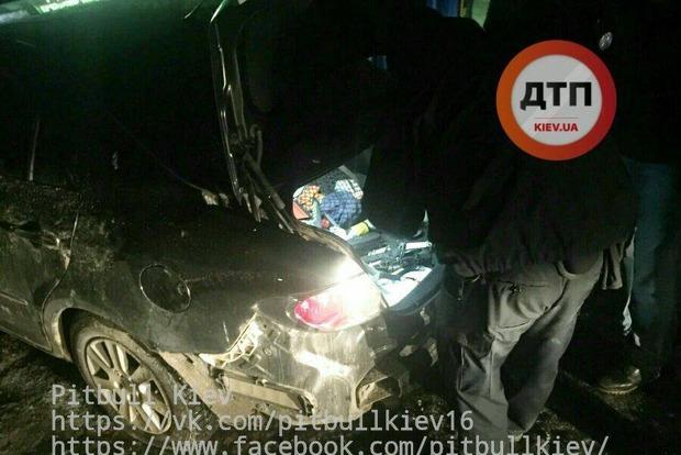 В Киеве шесть автомобилей полиции со стрельбой остановили нарушителя