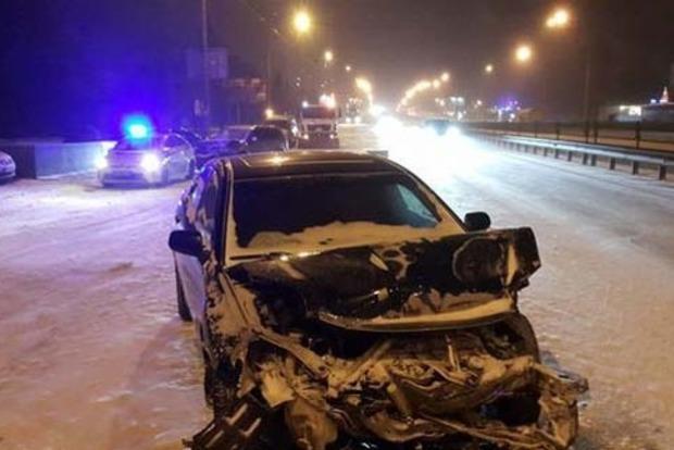 Пьяный на Mitsubishi устроил серьезное ДТП в Киеве