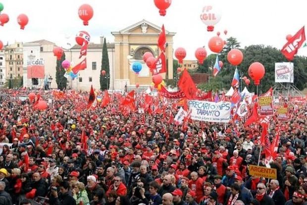 Сотни тысяч людей вышли на антиправительственные протесты в Риме