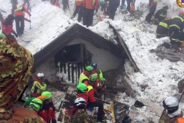 Жертвами схода снежной лавины на отель в Италии стали 14 человек
