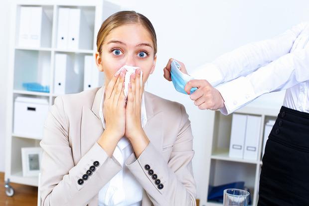 Как не заразиться от больного коллеги на работе: подробная инструкция