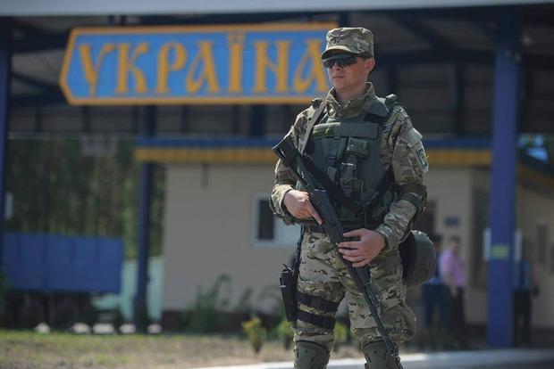 На КПВВ «Марьинка» задержали мужчину, который пешком шел на службу в «ДНР»