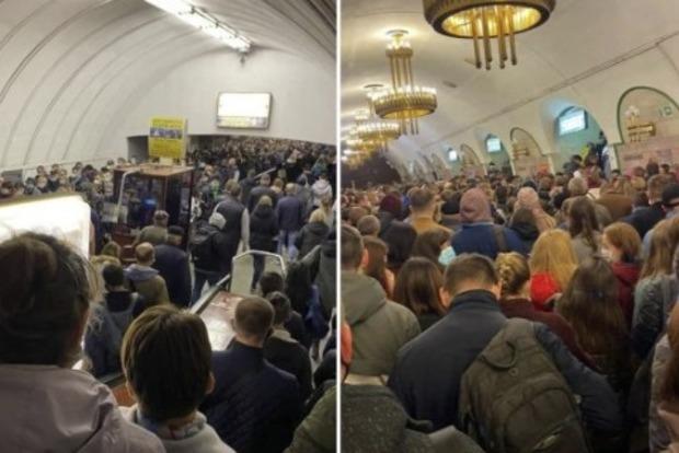 В киевском метро образовалось столпотворение: стоит ли ожидать новых заболевших COVID-19