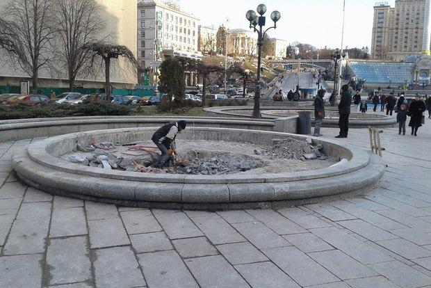 Накануне Нового года на Майдане Незалежности начали демонтировать фонтаны