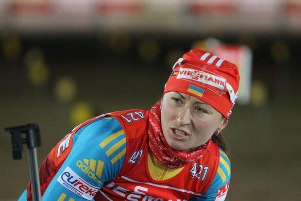 Украинская спортсменка нелепо упала во время гонки на Кубке мира по биатлону
