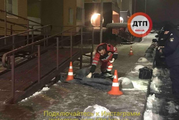 В Киеве с 20 этажа выбросился молодой парень