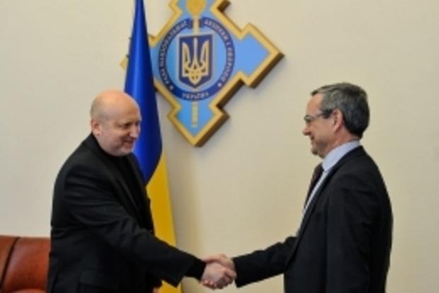 Турчинов напомнил НАТО, что Россия угрожает не только Украине