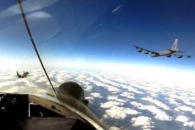 Командование ВСУ подлило масла в огонь возмущенных российских СМИ: американские бомбардировщики будут регулярно патрулировать небо над Украиной