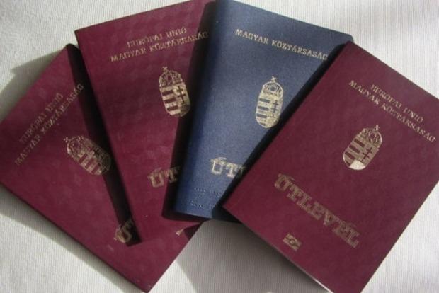 На Закарпатье Венгрия раздала более 100 тыс. своих паспортов
