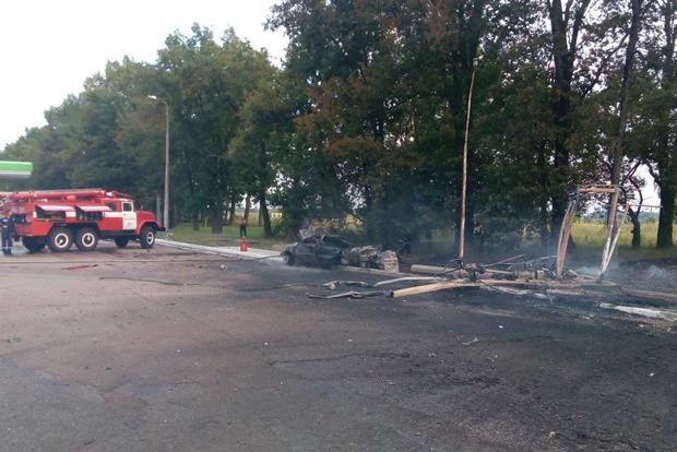 Под Киевом лихач протаранил АЗС, устроив взрыв: один человек погиб