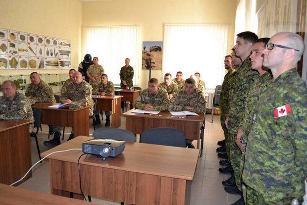 В Хмельницкой области канадцы начали обучать саперов ВСУ по стандартам НАТО