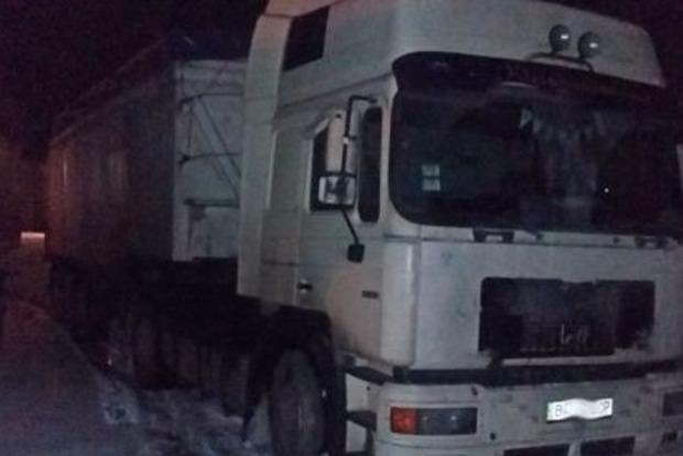 Фуры со львовским мусором задержаны на Житомирщине