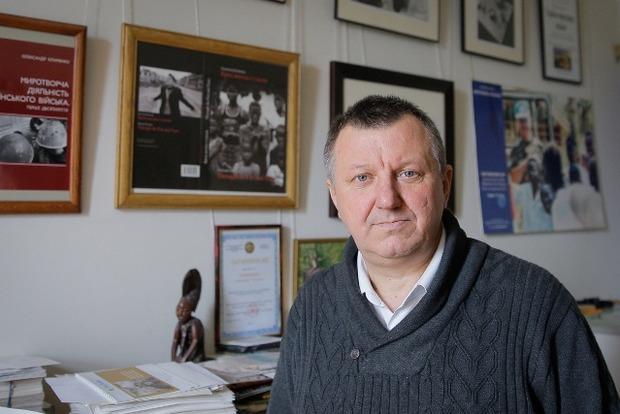 Александр Клименко: Самое главное отличие этой войны от других - открытая граница, через которую идет оружие