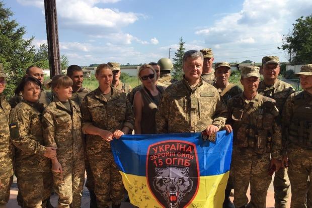 Рядом с донецким аэропортом Порошенко подписал указ о демобилизации