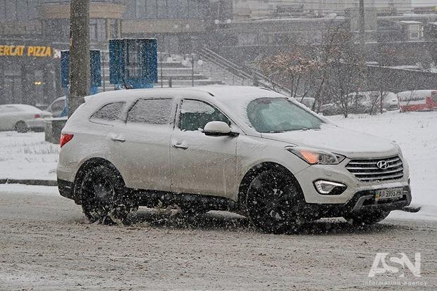 Снегопад вгосударстве Украина : в 3-х  областях ограничили движение фур
