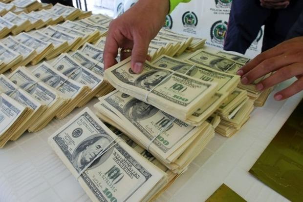 НБУ должен прекратить скупать валюту, оставляя деньги бизнесу