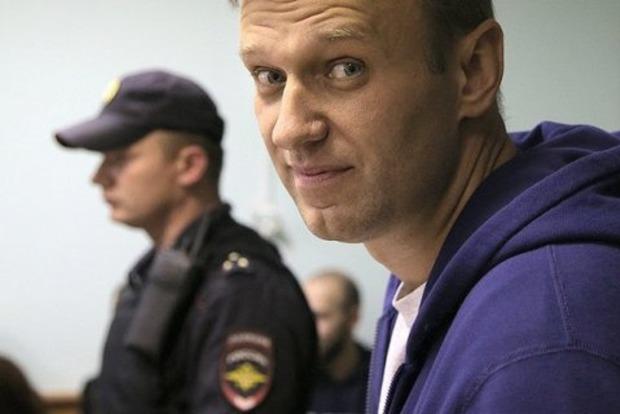 Навального из полиции увезла «скорая»: сломали палец