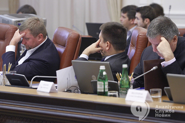Главный провал Украины в 2017 году - кадры. Более 40 вакансий в центральной власти