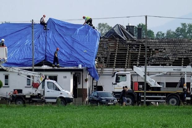 Мощнейший торнадо в Польше разрушил более 20 домов: видео
