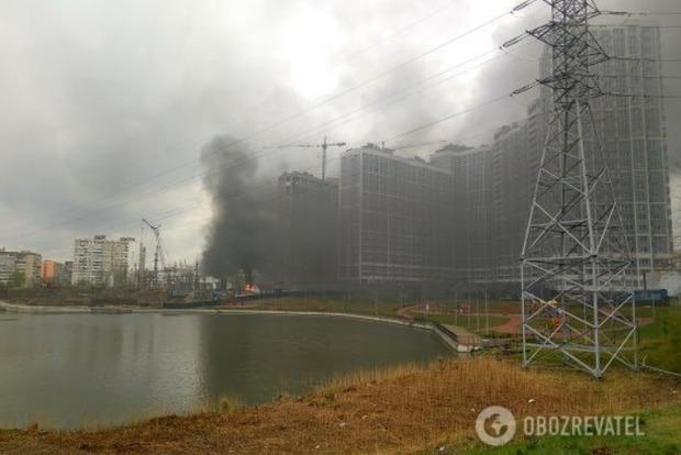 В Киеве взорвалась и загорелась электростанция. Фото и видео с места