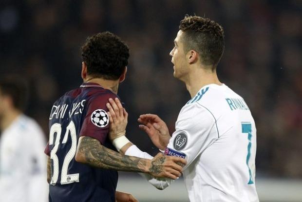 Французский футболист высморкался на поле и вытер руку о Роналду