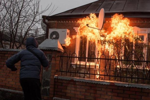 В Краснокутске в дома руководителей местной полиции бросили «коктейли Молотова»