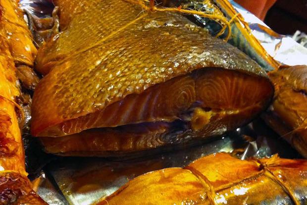 Все рынки Львова ждут проверки из-за массового отравления людей копченой рыбой