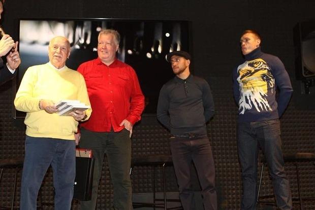 Усик и Ломаченко сходили на допремьерный показ фильма о себе