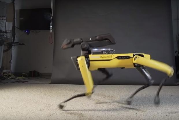 Трясет попой и ходит лунной походкой: Boston Dynamics научила робота танцевать