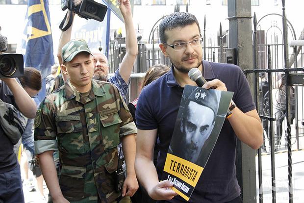 Нацкорпус принес к посольству Италии фото их граждан, воюющих против Украины на Донбассе