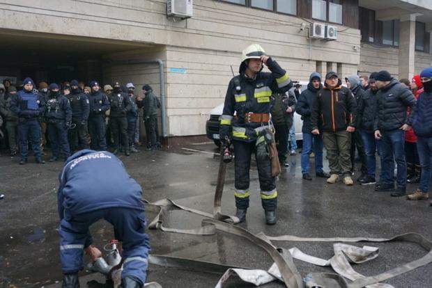 В Днепре начались массовые беспорядки в офисе Укропа