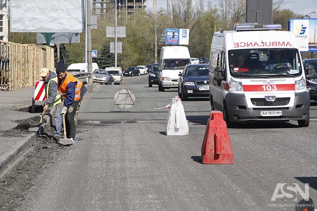В Киеве ограничат движение транспорта на Надднепрянском и Столичном шоссе с 1 по 4 сентября