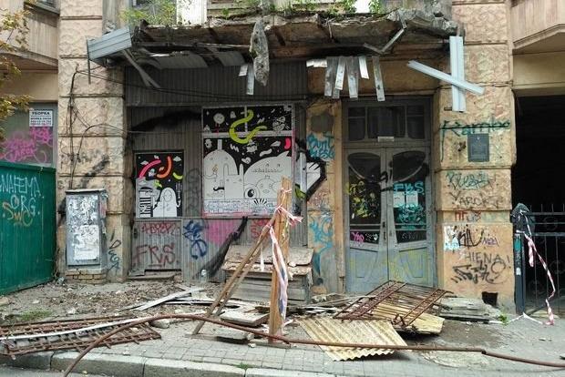 Вместо памятника архитектуры – новострой. Как в Киеве исторические здания превращают в руины
