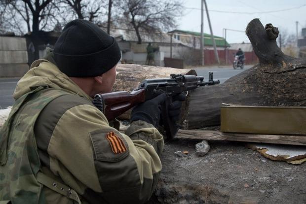 Боевики продолжают обстрелы Станицы Луганской и Трехизбенки