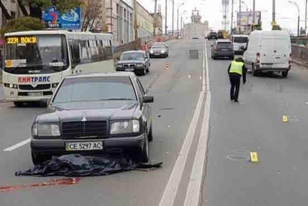 Жуткое ДТП в Киеве: пешехода сбили две машины
