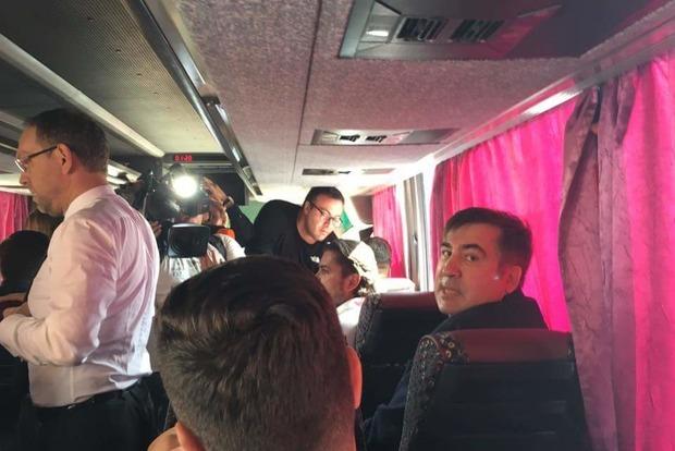 Саакашвили автобусом добрался до пункта пропуска «Шегини»