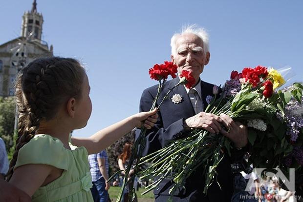 Ветеранам и инвалидам войны увеличили единоразовые выплаты к 8 и 9 мая