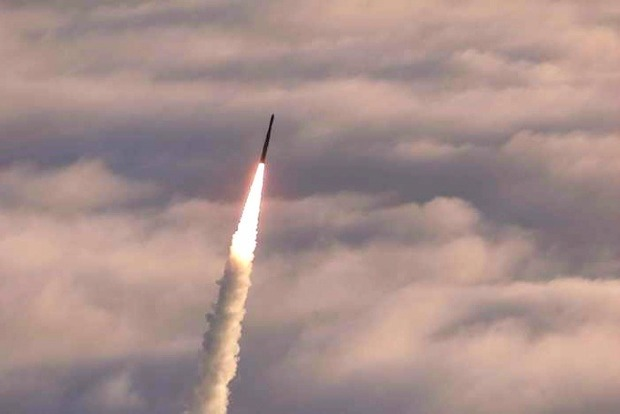 КНДР запустила ракету, которая пролетела над Японией