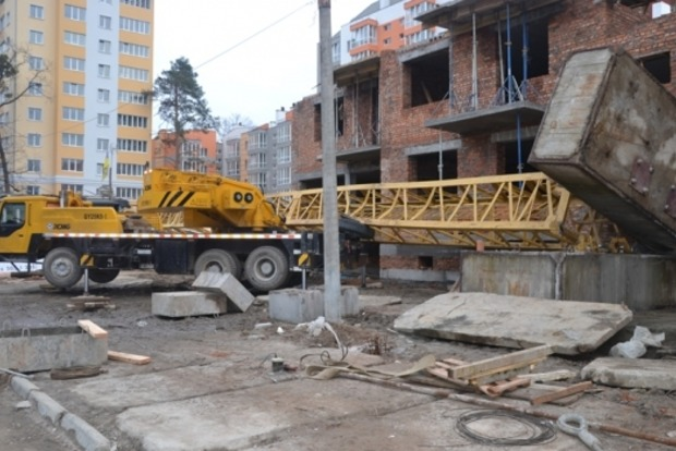 В Ирпене на людей рухнул строительный кран