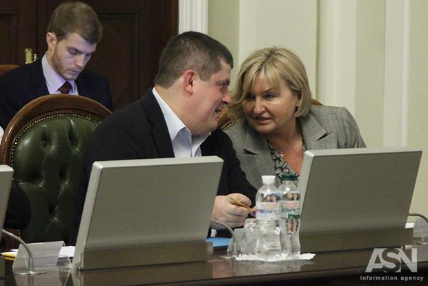 Президент требует от Рады принять пакет реформ и закон о реинтеграции Донбасса